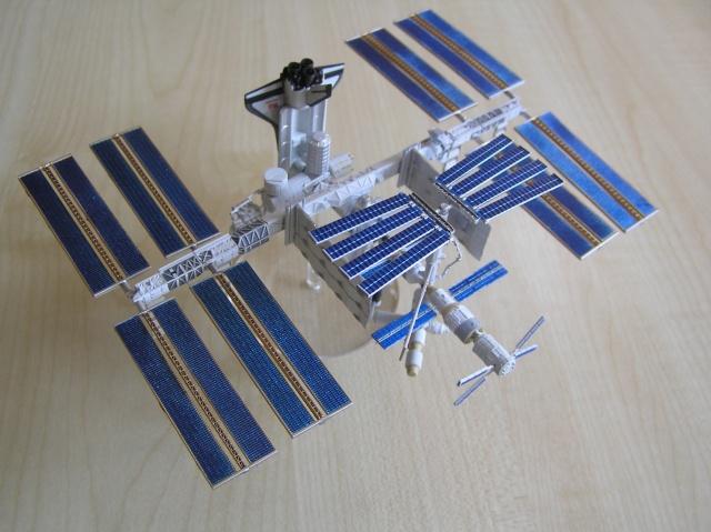 Maquette d'ISS au 1/700 de Tomytec P4210011