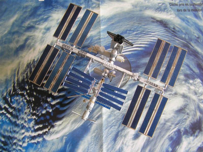 Maquette d'ISS au 1/700 de Tomytec P4210012