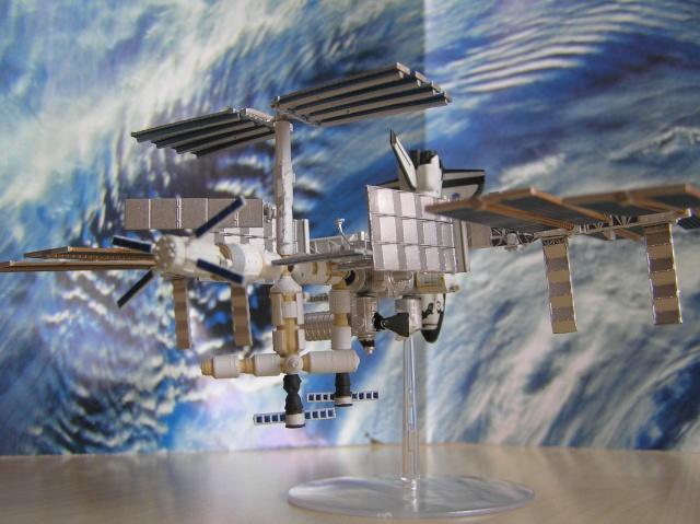 Maquette d'ISS au 1/700 de Tomytec P4210013