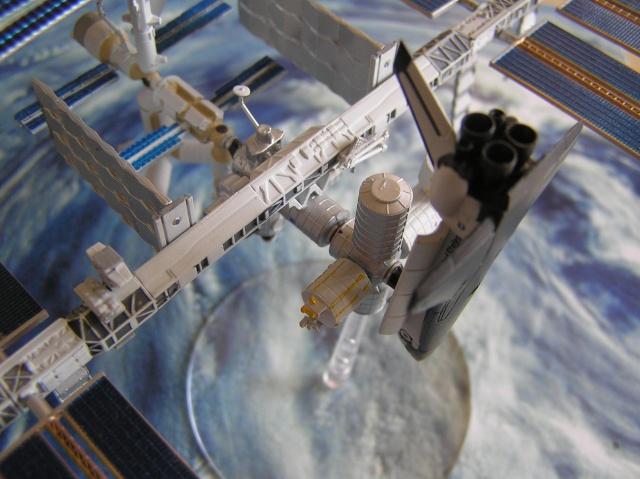 Maquette d'ISS au 1/700 de Tomytec P4210015