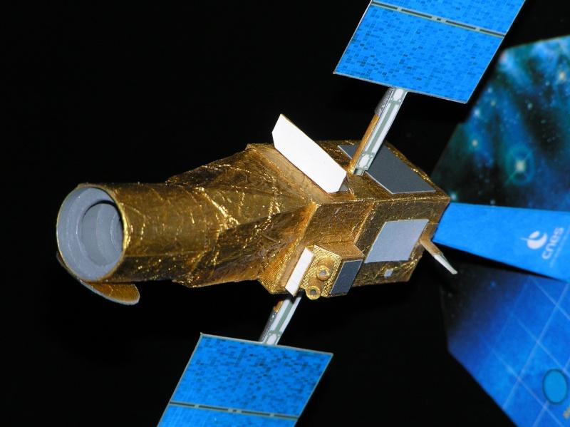 Maquettes du satellite Corot Pa210012