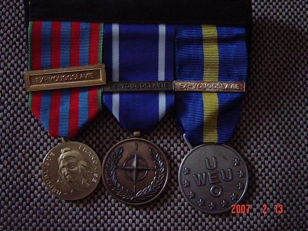 [ Histoire et histoires ] Médailles, insignes et autres Dsc01210