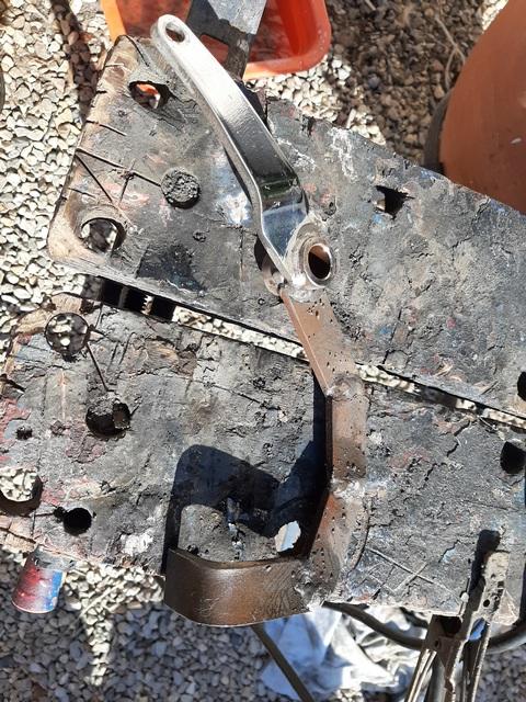[RESOLU] Déplacer la pédale de frein arrière sur mon bobber+ commande reculée sélecteur tout le déroulé de la modiff....... 20200435