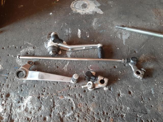 [RESOLU] Déplacer la pédale de frein arrière sur mon bobber+ commande reculée sélecteur tout le déroulé de la modiff....... 20200445