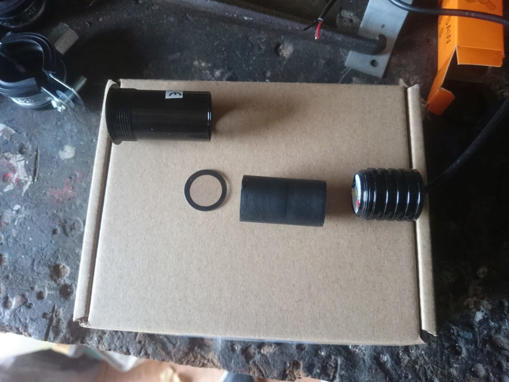 Les modifs sur mon 1500 SE, Leds,remplacement HP page 9, fabrication protections sacoches............... - Page 7 46496110