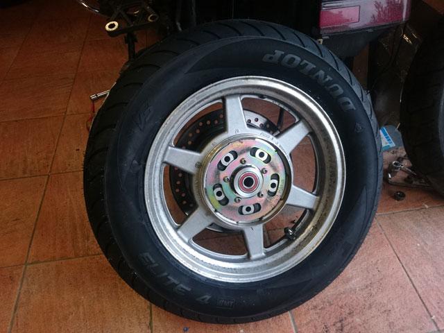 Démonter la roue arrière du 1500........ Dsc_7112