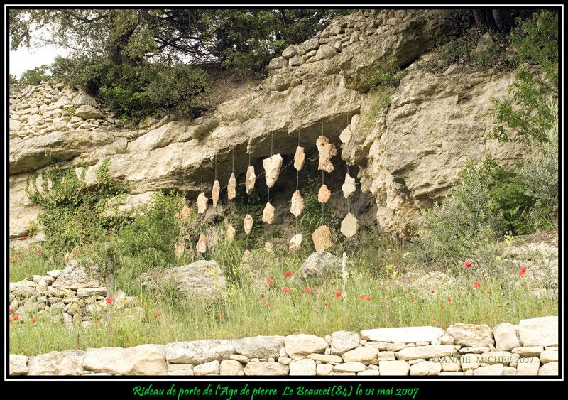 Rideau de porte de l'Age de pierre 20070510