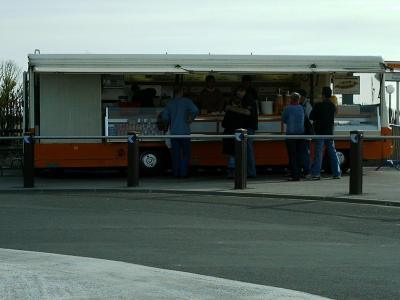 Le camion orange à frite à Berck sur mer Clip_i10
