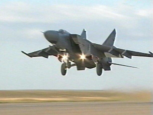 الطائرة المقاتلة (الاستطلاع / الاعتراض) Mig - 25 Mig25010