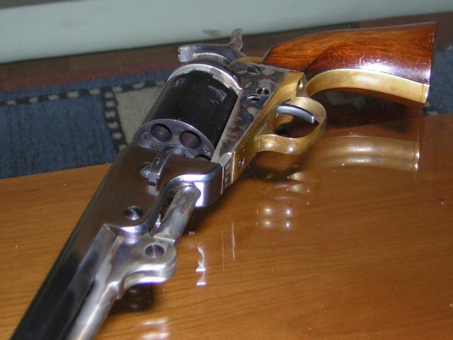 le plus beau revolver (poudre noire) Dscn1412