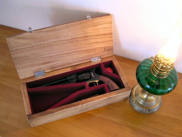 fabrication d'un coffret pour revolver 1810