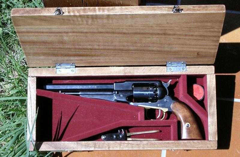 fabrication d'un coffret pour revolver 1910