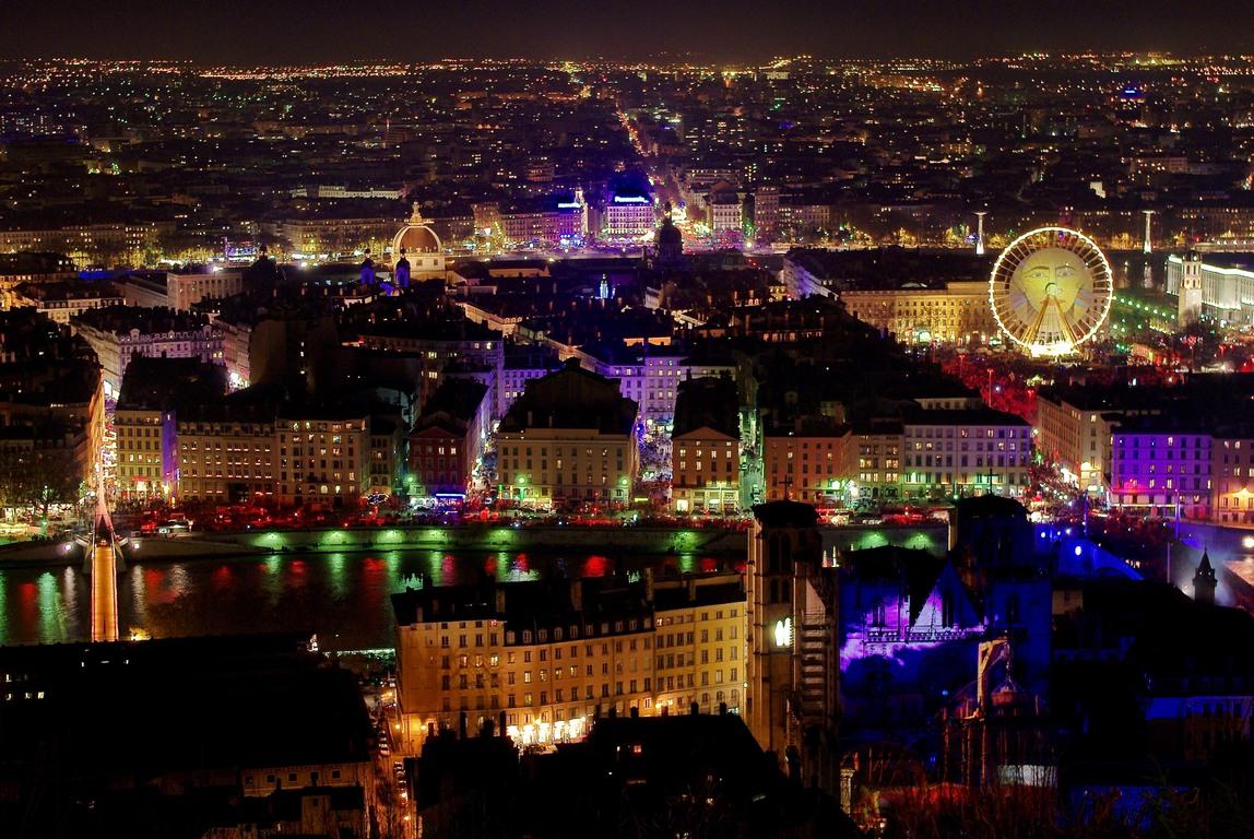 la fête des lumières: un 8 décembre multicolore à LYON  - Page 2 Lyon_f10