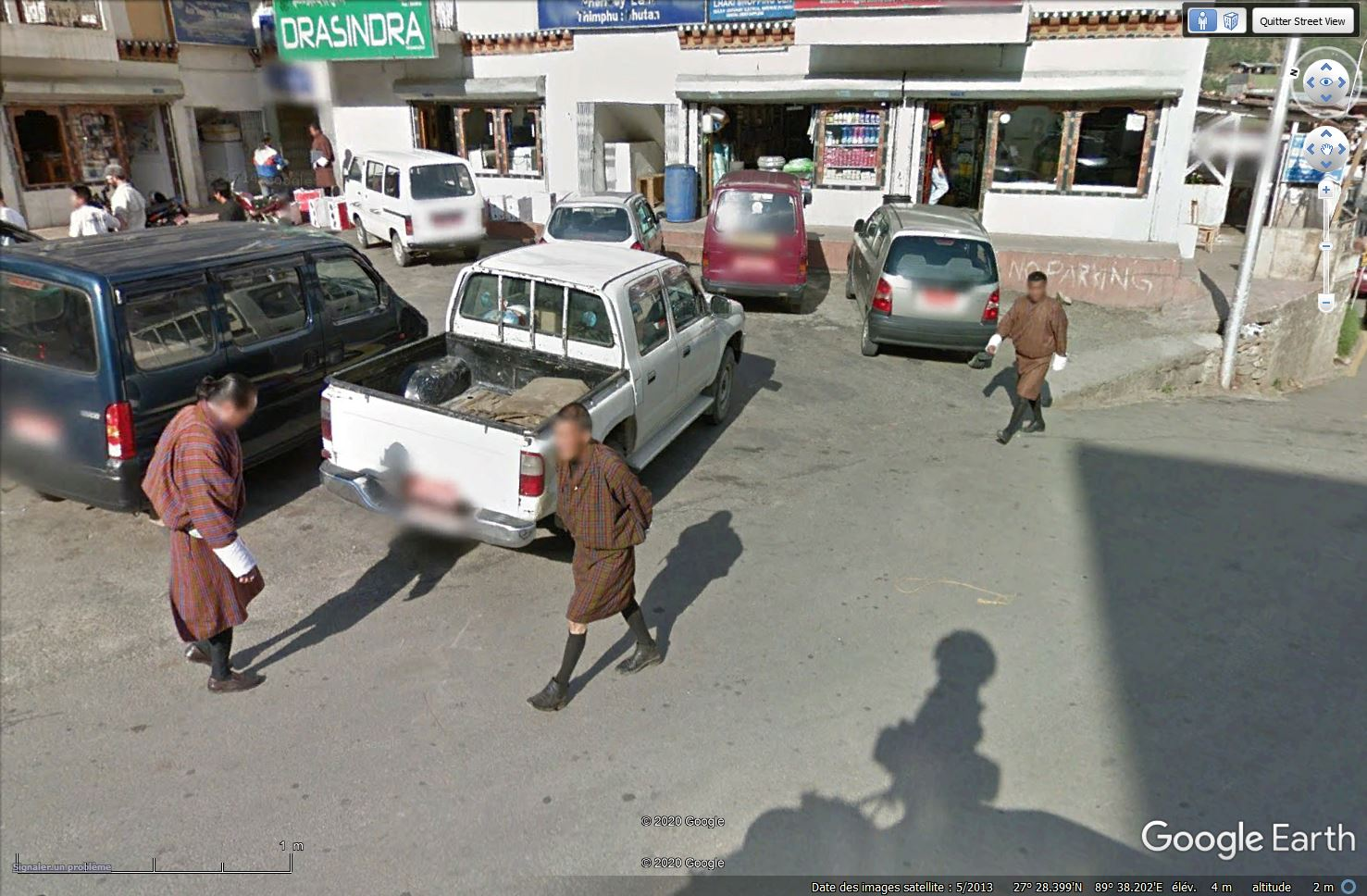 STREET VIEW : les gens en chaussettes noires ! - Page 22 Tsge1336