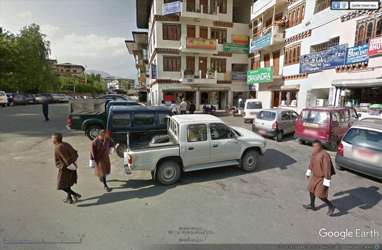 STREET VIEW : les gens en chaussettes noires ! - Page 22 Tsge1337