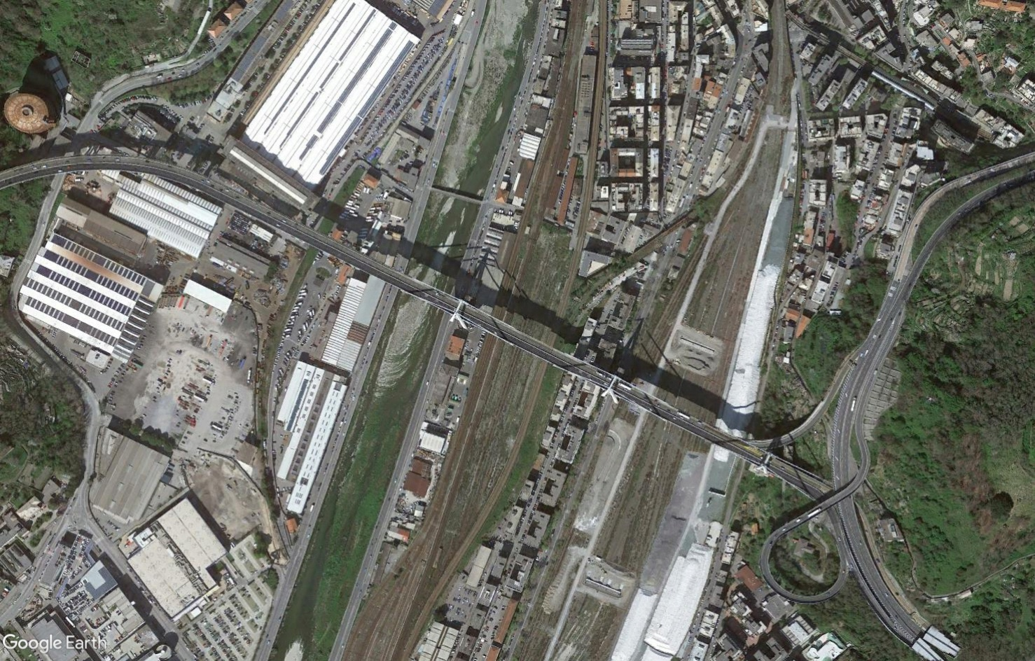 [Bientôt visible sur Google Earth] - Le pont Morandi, Gênes Tsge1598