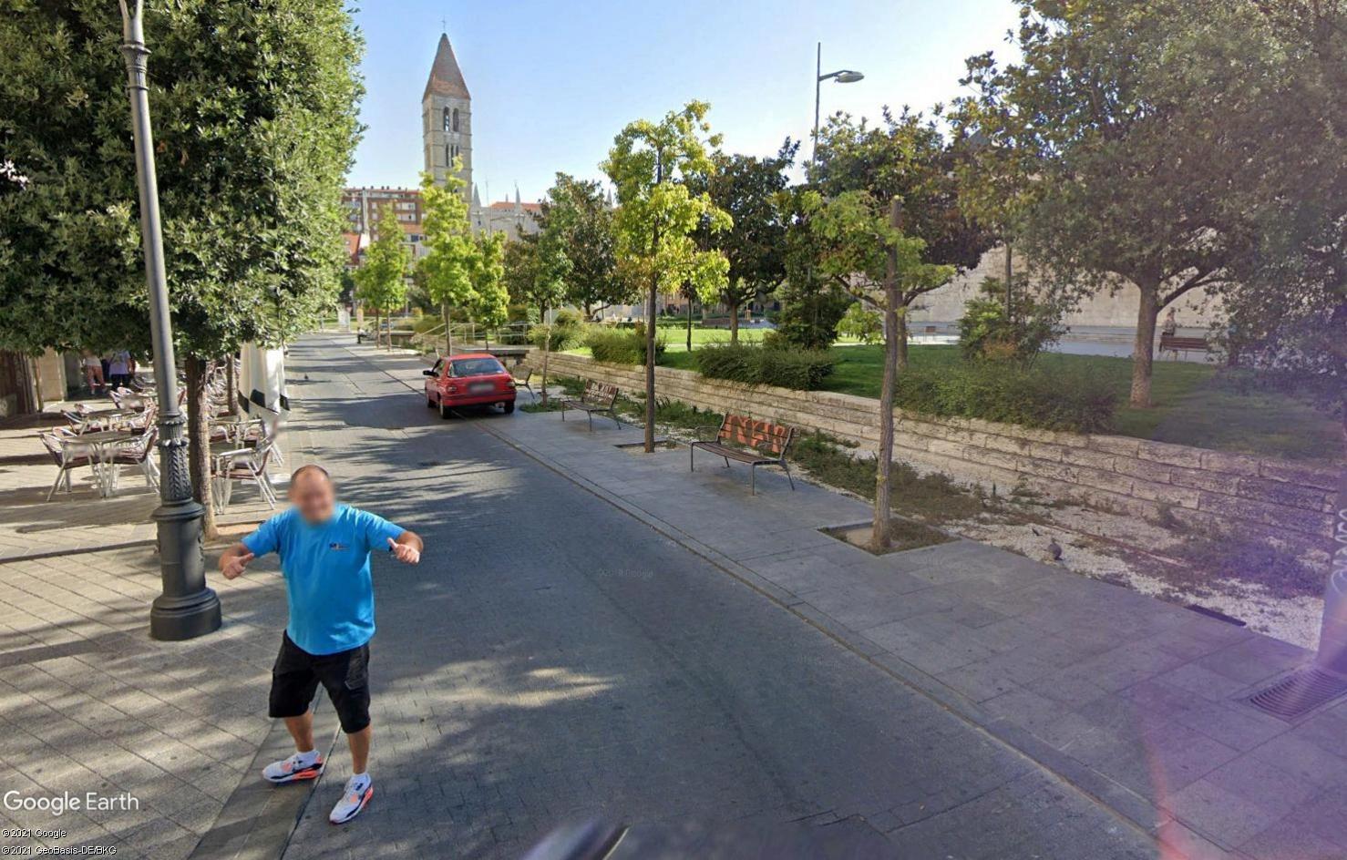 STREET VIEW : un coucou à la Google car  - Page 56 Tsge1936