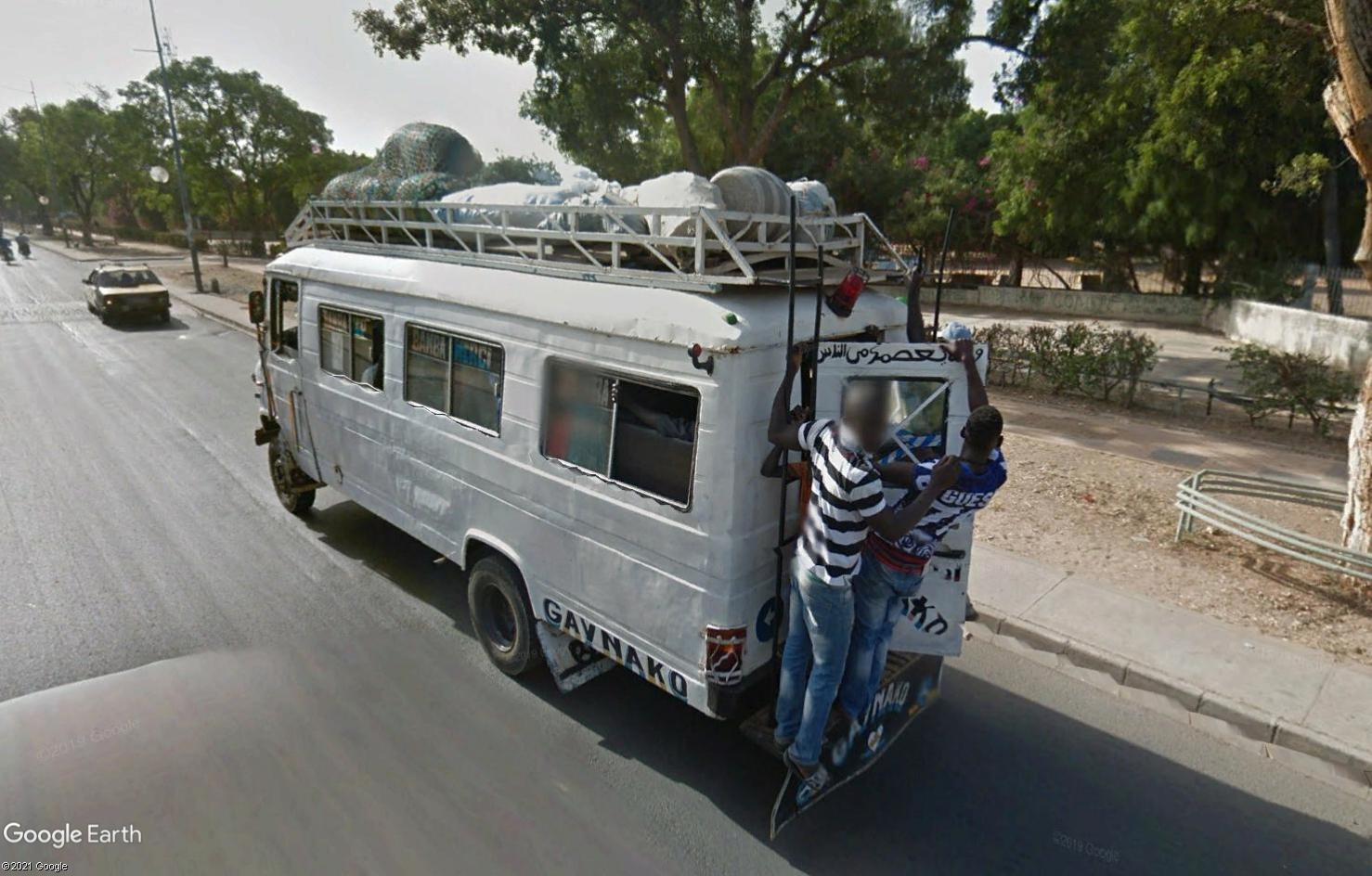 STREET VIEW : cars rapides et transports en commun du Sénégal - Page 2 Tsge2097