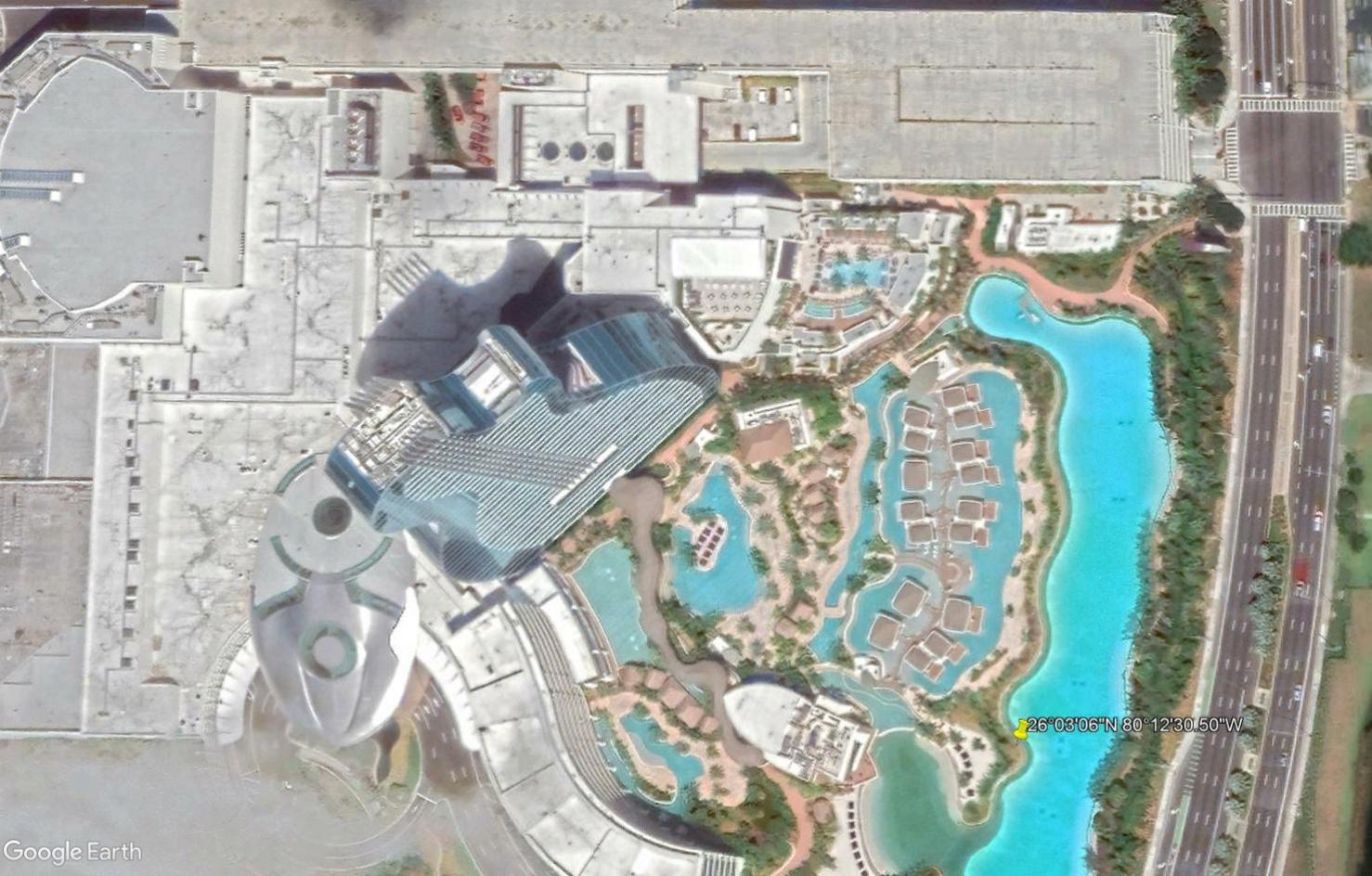 [Désormais visible sur Google Earth] Le Hard Rock Hotel à Miami Tsge2355