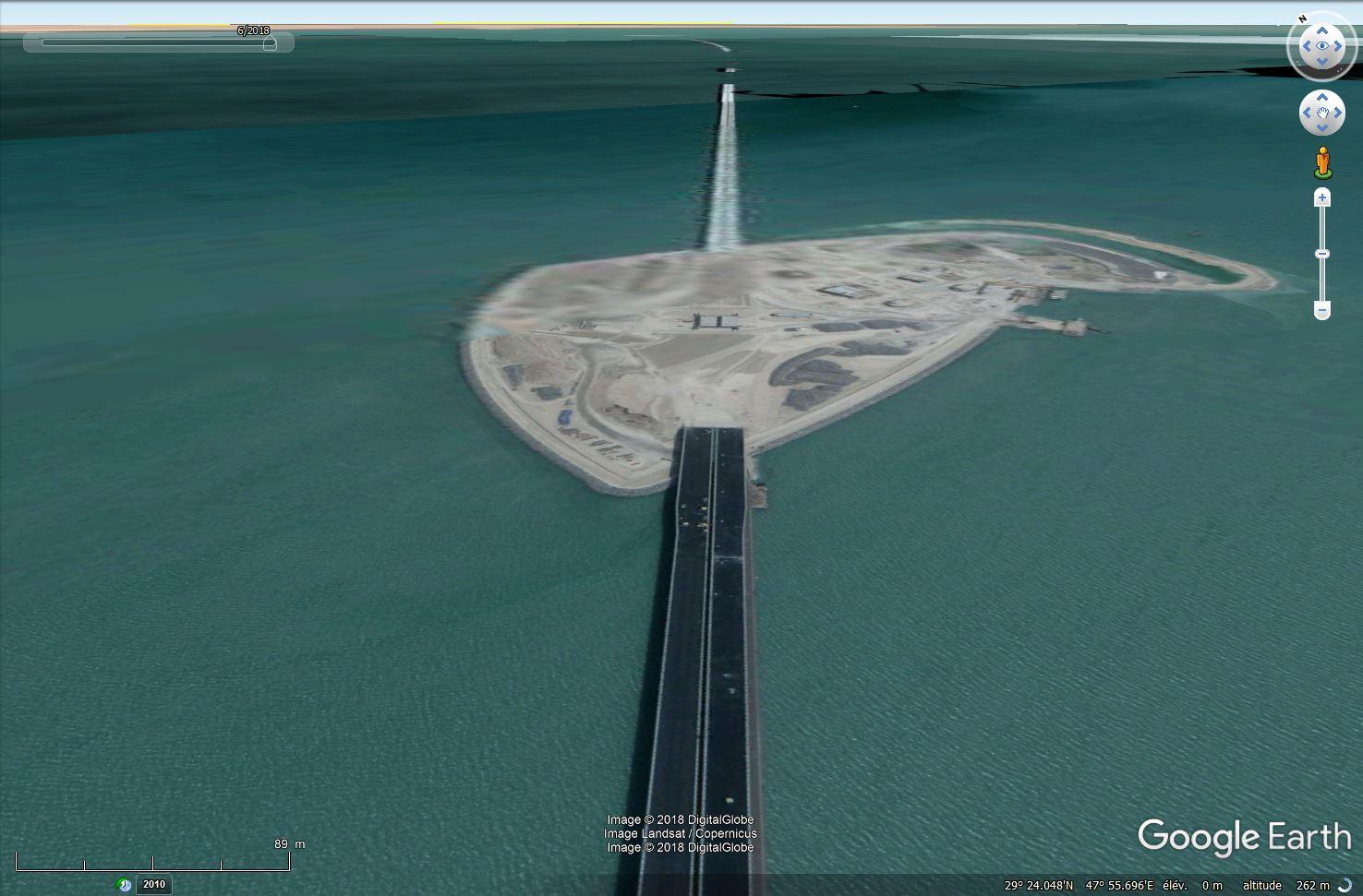 (Bientôt visible sur GE) Un pont sur la mer, de 36 km, à Koweït City. Tsge_372