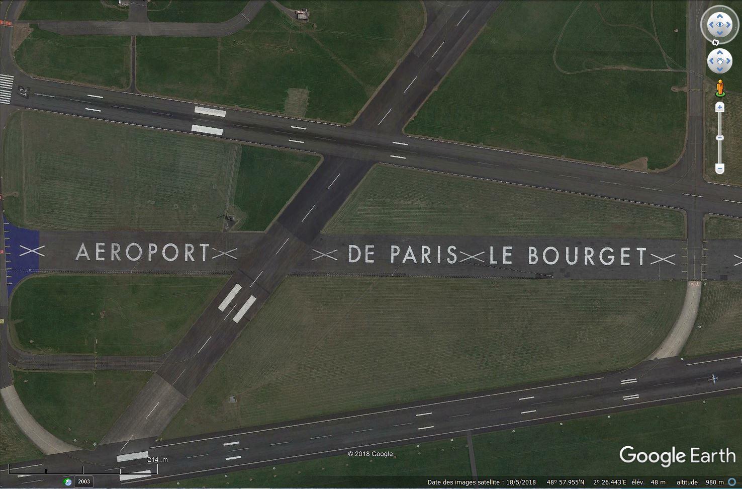 Les inscriptions et écritures sur aérodromes et aéroports - Page 8 Tsge_894