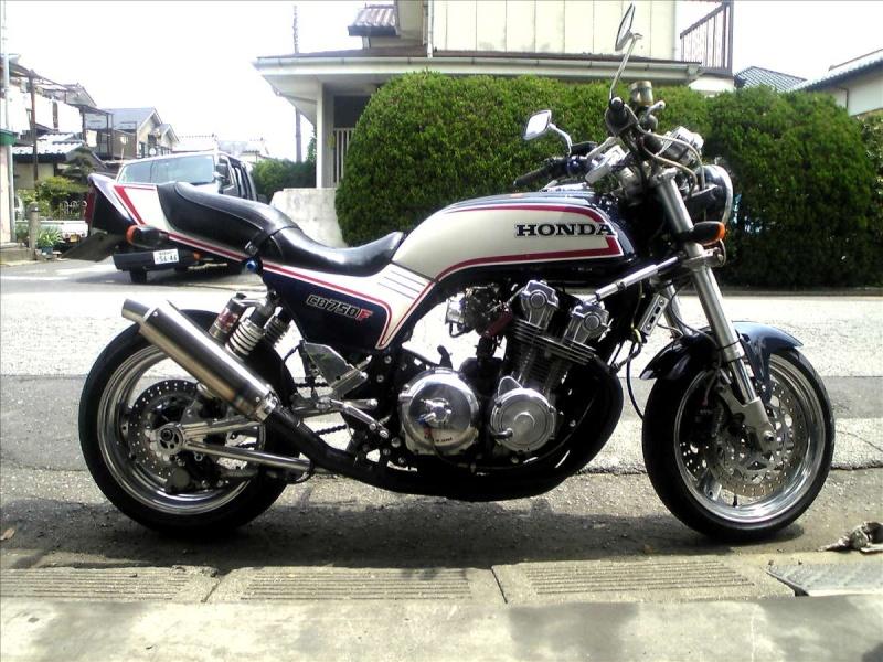 HONDA CB 750F BOOZIFIEE COMME IL FAUT Hondac10