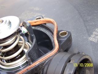 [BMW 530 d E39] Fuite de liquide de refroidissement 100_2611
