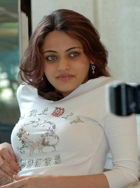 Sneha is happy as someone told her she is like Aish Files10