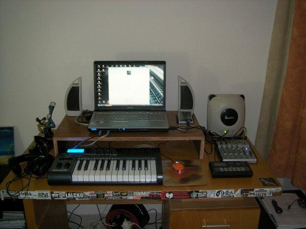 Photos de votre home studio - Page 4 Homest10