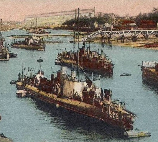 + TORPILLEUR 252 (1900/1920) + Torpi100