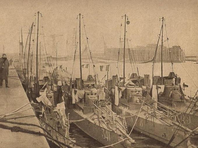 + TORPILLEUR 341 (1906/1921) + Torpi127