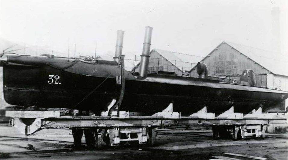 + TORPILLEUR 032 (1879/1900) + Torpil26