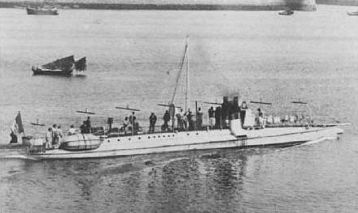+ TORPILLEUR 061 (1884/1904) + Torpil40