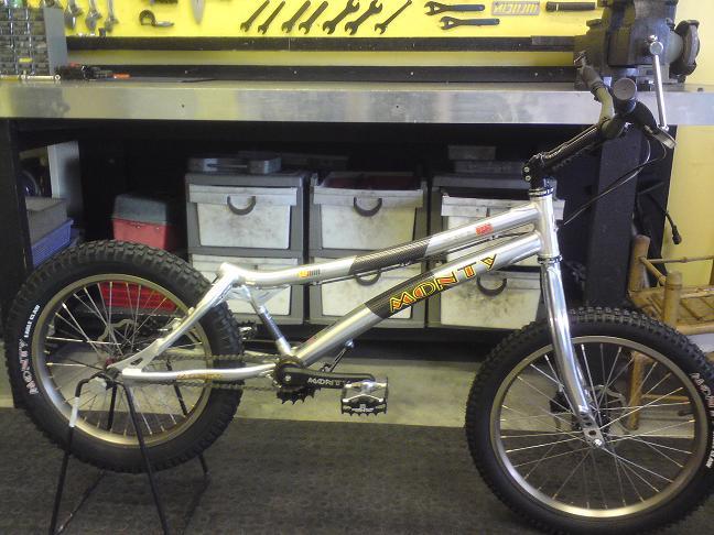 Brand new Monty complete bike for sale :) Pr110