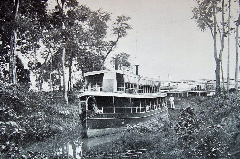 Chaloupes fluviales Indochine 100gar10