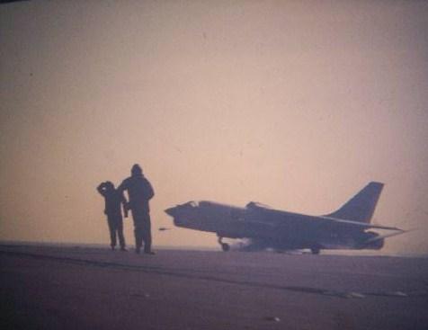 VOUGHT F-8 CRUSADER  - Page 3 Foch_111