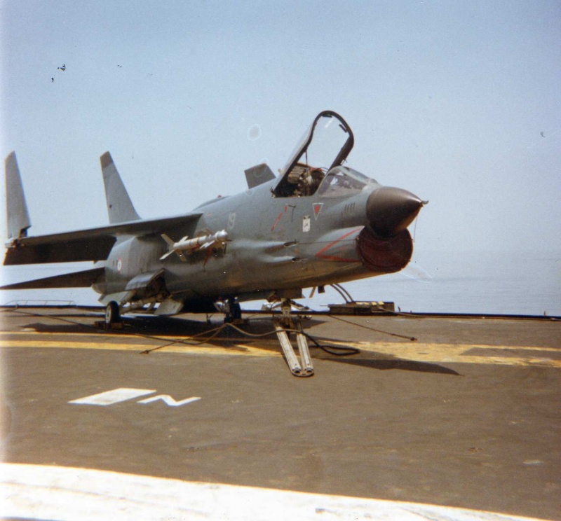 VOUGHT F-8 CRUSADER  - Page 2 Golfe_10