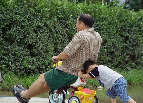 Cách chăm con của các bố D2128210