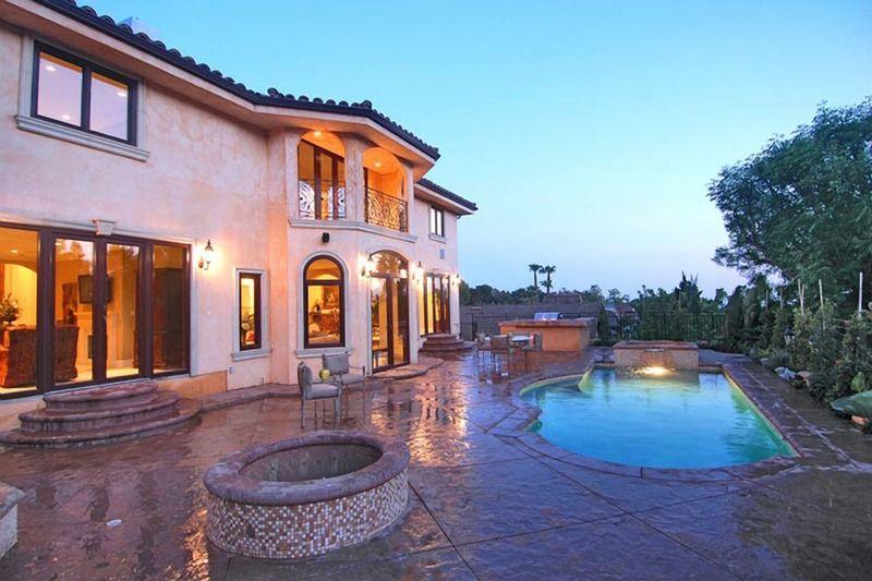 Voici la superbe propriété dans laquelle Johnny Hallyday se repose à Los Angeles. Album_11