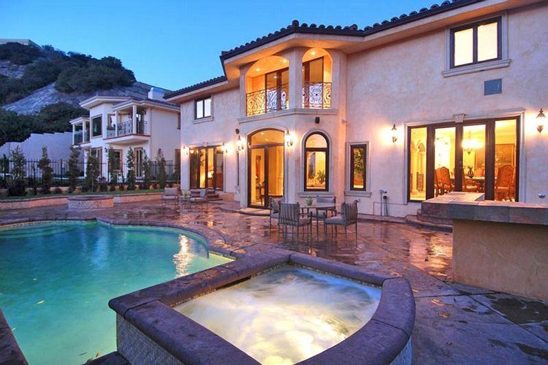 Voici la superbe propriété dans laquelle Johnny Hallyday se repose à Los Angeles. Album_13