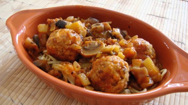 Boulettes aux noix, sauce aux légumes 1214_m10