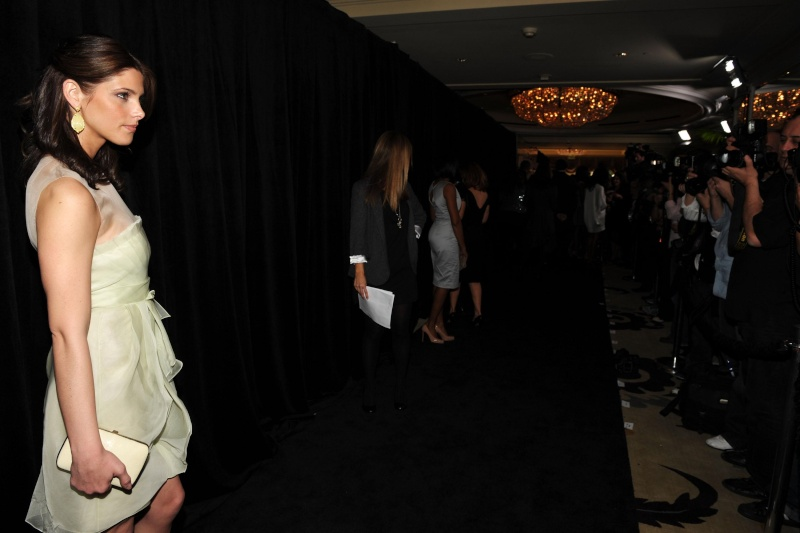 The 9th Annual Awards Season Diamond Fashion Show Preview (14 janvier 2010) 13789_10