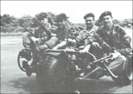 AS 24 tricycle Belge Para-commando . 093a10