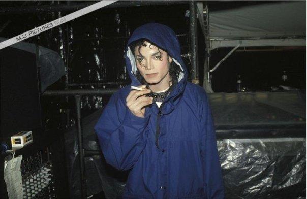 Michael fuma??? - Pagina 2 13640_10