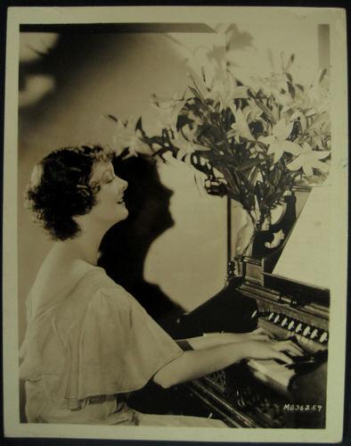 Myrna Loy au Reed Organ Myrna_10