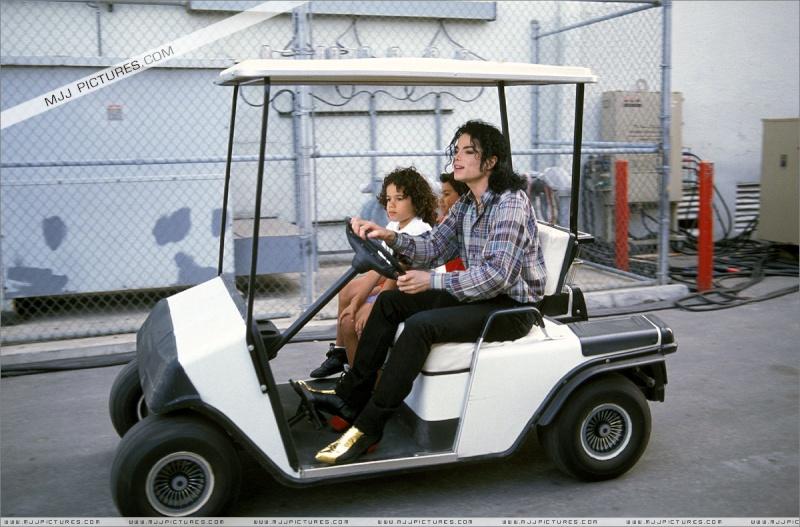 Foto di Michael e i bambini - Pagina 11 Michae15