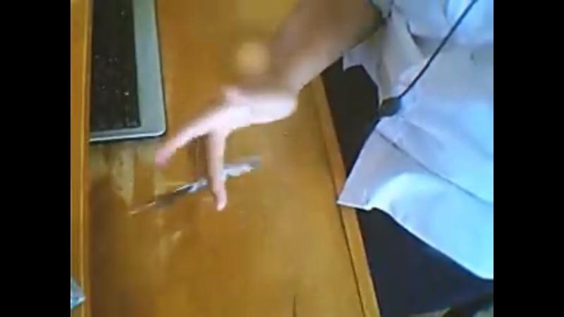 [Jeu] A qui appartient cette (jolie) main? - Page 2 Devine10