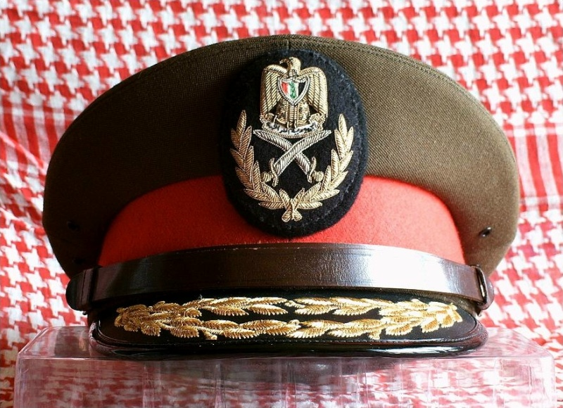 Prises de Guerre/House of SADDAM : Les coiffes de service Irak410