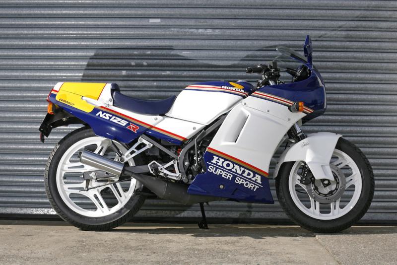 L'histoire de la NSR 125 Honda, ses types, couleurs etc... Ns125r14