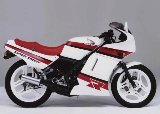 L'histoire de la NSR 125 Honda, ses types, couleurs etc... Ns125r15